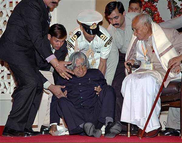 The Last Picture of Abdul Kalam as he collapsed on Stage at IIM Shillong