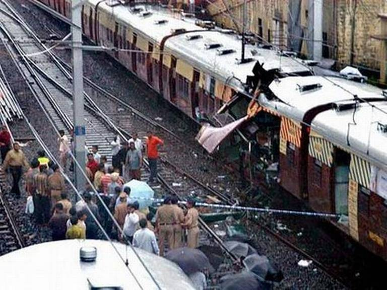 Mumbai 7/11 Train Blasts : 5 gets death and For 7 Life Time Prison